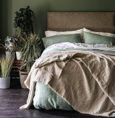 Piglet Leinen Crinkle Decke Größe x Sage Green Bedroom, Green Bedding, Green Rooms, Green Bedroom Decor, Grey Green Bedrooms, Green Bedroom Walls, Bedroom Colours, Houses Architecture, Green Duvet Covers