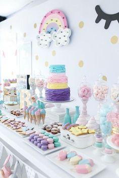 Mesa de doces para festa linda com tema Doces sonhos, tons pastéis ( candy colos) para o aniversário de 1 ano da Branca, filha da fotógrafa Rejane Wollf. Foto: Bia Soave