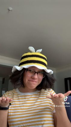 Crochet Bob, Cute Crochet, Easy Crochet, Diy Crochet Projects, Crochet Crafts, Crochet Designs, Crochet Patterns, Bee Hat, Sombrero A Crochet