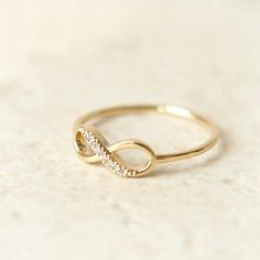 I love this infinity ring gorgeous (the only thing I would change is make it white gold :) Or rose gold :)) Cute Jewelry, Jewelry Box, Jewelry Accessories, Fashion Accessories, Jewellery, Etsy Jewelry, Gold Jewelry, Engagement Ring Settings, Engagement Rings