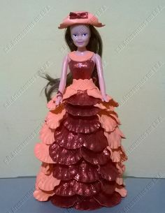 Boneca com vestido em E.V.A. papoula baiana.