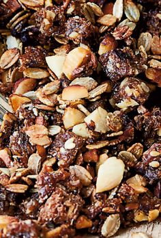Chokolademousse | Opskrift der går lige dit chokoladehjerte | SØNDAG Healthy Snacks, Healthy Eating, Healthy Recipes, Muesli, Granola, Healthy Food Alternatives, Second Breakfast, Food Crush, Breakfast Snacks