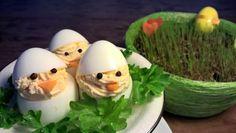 Rairuohot, narsissit, värikkäät munat, trollit ja vitsat! Pääsiäinen on ihanan herkullista aikaa jo väriloistoltaankin! #cremebonjoursuomi #tuorejuusto #cremefraiche #pääsiäinen www.cremebonjour.fi Creme, Eggs, Breakfast, Food, Morning Coffee, Essen, Egg, Meals, Yemek