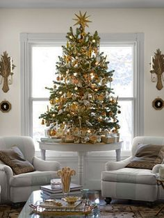 30 Christmas Decorating Ideas To Get Your Home Ready For The Holidays - http://freshome.com/2012/12/12/30-christmas-decorating-ideas-to-get-your-home-ready-for-the-holidays/