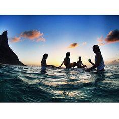 """@supyogabrazil's photo: """"Bom dia de Fernando de Noronha para o Mundo! Há coisa melhor do que ganhar um abraço do oceano para energizar o seu dia?  Quem nunca experimentou, corre! Pode ser no surfe, no kite, no wind, no bodysurf, bodyboard, natação ou simplesmente, um delicioso banho de mar. As meninas do @noronhalovers entendem bem disso! Linda foto, meninas! """""""