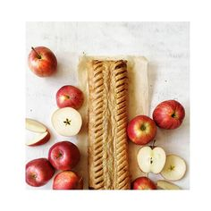 Apfelstrudel geht immer oder? #sorger #sorgerbrot #apple #apples #apfel #strudel #apfelstrudel #applestrudel #applepie #foodporn #food #foodandwine #foodphoto #foodphotography #foodlover #foodlove #flatlays #flatlay #flatlaystyle #foodstyling #foodmagazine #sorgerbrot #sorger #sweet #delicious #view #kitchen #fruits #dessert #igersaustria #igersgraz Food Styling, Food Porn, Apple Seeds, Dessert, Apple Pie, Apples, Fruit, Sweet, Kitchen