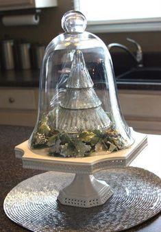 sapin vintage sur assiette pied et sous cloche en verre pour Noël