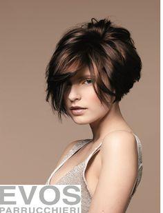 Ciao ragazze! Quante volte nella vita siamo entrate in crisi nel momento in cui dobbiamo scegliere il parrucchiere a cui affidare la nost...