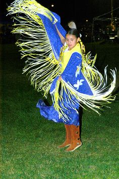 Pow WoW Fancy Dance | Fancy Shawl Dancer, West Valley Pow Wow 2007 - © Mickey Cox 2007