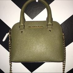 Michael Kors Cindy Crossbody Beautiful Olive color! Brand new with tag. Never carried❤️ Michael Kors Bags Crossbody Bags