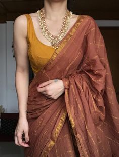Dress Indian Style, Indian Fashion Dresses, Indian Designer Outfits, Indian Outfits, Simple Sarees, Trendy Sarees, Stylish Sarees, Cotton Saree Designs, Saree Blouse Designs
