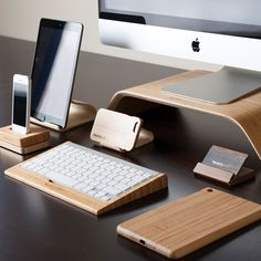 Utility For Apple Products Made of Bamboo Looks Very Nice | LVK INFORMATION