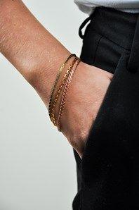 Tre små vackra armband från amerikanska Erica Weiner. Mässingen som används i kedjorna är begagnad och noga utvald av designern. Fina att bära tillsammans eller var för sig.