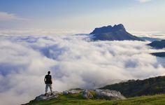 Cómo contemplar las nubes bajo tus pies en Guipúzcoa http://www.escapadarural.com/blog/como-contemplar-las-nubes-bajo-tus-pies-en-guipuzcoa/