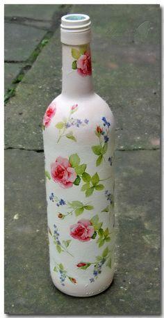 :) Glass Bottle Crafts, Bottle Art, Glass Bottles, Wine Bottle Candles, Bottle Lights, Unique Centerpieces, Candle Centerpieces, Altered Bottles, Decoupage