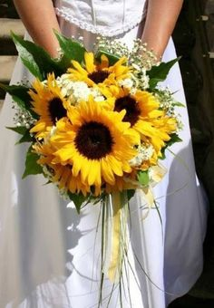 Country/western wedding bouquet| Cowboy wedding ideas| sunflower bouquet