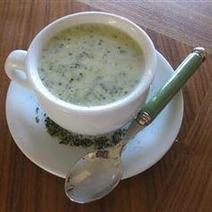✻ ✻ Broccoli and Stilton Soup ✻ ✻ Recipe: http://allrecipes.co.uk/recipe/7045/broccoli-and-stilton-soup.aspx?o_is=Hub_TopRecipe_4
