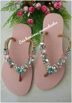 Crochet Shoes, Crochet Slippers, Bead Crafts, Diy And Crafts, Diy Fashion, Fashion Shoes, Recycle Old Clothes, Bohemian Sandals, Thongs