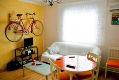 Bicycles in the livingroom - why didn't I think of this before?