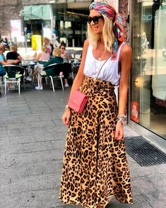 This is our favorite outfit of Este es nuestro outfit favorito de She is fashionable Ella está de moda . Printed Skirt Outfit, Maxi Skirt Outfits, Printed Maxi Skirts, Maxi Dresses, Spring Dresses, Spring Outfits, Casual Dresses, Animal Print Outfits, Animal Print Skirt
