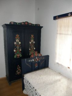 Interior of a traditional farmhouse in Hungary (Múltidéző Porta… Ski Chalet Decor, Capital Of Hungary, Cottage Interiors, Fashion Painting, Traditional House, House Painting, Art And Architecture, My Room, Artsy Fartsy