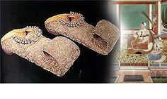 Nizam Sikandar Jah's slippers …. made in the century with rubies and diamonds ……stolen from the Bata Shoes museum in Toronto Trop Top, Most Expensive Shoes, Bata Shoes, Indian Shoes, Old Shoes, Royal Jewels, Crown Jewels, Shoe Art, Crazy Shoes