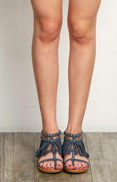 T Strap Sandals, Wedge Sandals, Summer Toe Nails, Roman Sandals, How To Get Warm, Birkenstock Mayari, Miu Miu Ballet Flats, Sexy Legs, Blush Pink