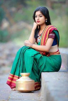 Beautiful Girl In India, Beautiful Saree, Beautiful Indian Actress, Beautiful Asian Girls, Beautiful Roses, Dehati Girl Photo, Girl Photo Poses, Girl Poses, Indian Photoshoot