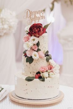 Blush and pink wedding cake with strawberry frosting! View the full Malay wedding feature on SingaporeBrides. Strawberry Frosting, Strawberry Cakes, Wedding Desserts, Wedding Cakes, Wedding Stage Design, Malay Wedding, Take The Cake, Wedding Inspiration, Wedding Ideas