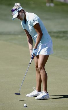 Lexi Thompson putts for birdie on the second hole during the final round of the LPGA Tour ANA Inspiration golf tournament at Mission Hills Country Club in Rancho Mirage, Calif., Sunday, April 2, 2017. (AP Photo/Alex Gallardo)