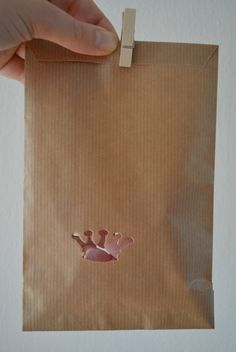 Kraft paper favor bags with a crown window in a bundle of 100 with cellophane bags --- Give away's, art deco wedding or wedding favors door SierGoed op Etsy