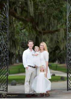 Family Photos by Top Charleston portrait photographers King Street Studios #familyphotos #familyphotoscharleston #charlestonfamilyphotgraphers