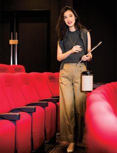 社内のシアタールームでAmazonオリジナルドラマの新作上映会