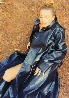 Black Raincoat, Pvc Raincoat, Girls Wear, Women Wear, Rubber Raincoats, Langer Mantel, Weather Wear, Rain Wear, Bleu Marine