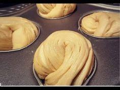 Treccia russa con gocce di cioccolato, SOFFICISSIMA - YouTube Homemade Croissants, Homemade Muffins, Chocolate Croissant, Chocolate Chip Muffins, Pastry And Bakery, Bread And Pastries, Cupcakes, Cruffin Recipe, Fall Recipes