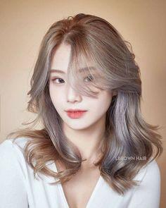 Haircuts For Medium Hair, Short Hair With Bangs, Medium Hair Styles, Curly Hair Styles, Korean Hair Color, Korean Short Hair, Korean Haircut Medium, Hair Color Streaks, Shot Hair Styles