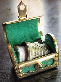 This is a wonderful and cute french pendant ! The tiny case opens and includes a tiny sewing kit. Fine details. A gorgeous item for your jewelry, mixed media or assemblage projects ! It measures approx 3 cm large x 2 cm high = 3 + 3/16 inches large x 3/4 of an inch tall