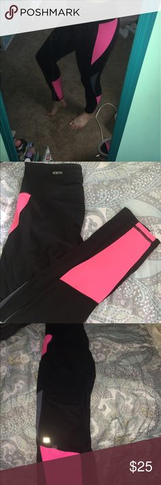 Victoria's Secret Leggings In good condition barely worn, great for working out, accepting reasonable offers! Victoria's Secret Pants Leggings