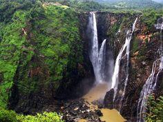 Jog Şelalesi: Hindistan'ın en yüksek şelalelerinden biridir. 253 metre yükseklikten aşağı dökülen şelaleyi Sharavathi Nehri beslemektedir. Muson yağmurları döneminde muazzam bir kapasiteye ulaşmaktadır.