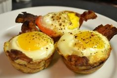 Crunchy Egg Breakfast Cups - Could there BE a better recipe for Easter? This is the perfect morning recipe for two, made right in your muffin tin! Bacon, eggs and cheese... what more do you need?