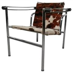 Mid-Century Le Corbusier For Cassina Italian Cow-Hide Chair 1 Cowhide Chair, Lounge Chair Design, Mid Century Chair, Outdoor Chairs, Outdoor Decor, Cow Hide, Modern Armchair, Le Corbusier, Modern Furniture