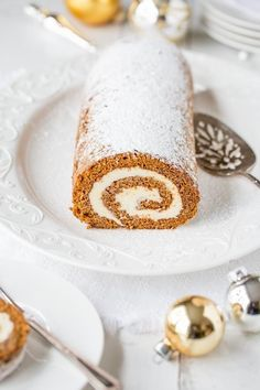 This Gingerbread Roll with Lemon Cream Cheese Filling – a delightful dessert that's not too sweet, is loaded with warm, aromatic spices and flavored with just the right amount of molasses. Cake Roll Recipes, Dessert Recipes, Christmas Desserts, Christmas Treats, Christmas Lasagna, Cupcakes, Cupcake Cakes, Holiday Baking, Christmas Baking