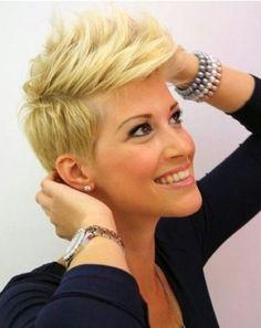 Trendige Pixie Haarschnitt für Sommer Haar