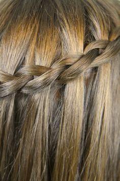 Dutch Waterfall Braid Stranding, i sooo got to learn this! Cute Girls Hairstyles, Pretty Hairstyles, Braided Hairstyles, Style Hairstyle, Braid Styles, Short Hair Styles, Trending Hairstyles, Hair Videos, Hair Day