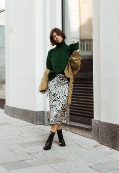 vickyheiler Midi Skirt, Sequin Skirt, Get The Look, Sequins, Skirts, Outfits, Fashion, La Mode, Moda
