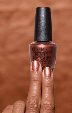 Now that's what we call a gold rush. Shimmer and shine in this shade 'Sweet Carmel Sunday' from our California Dreaming collection.