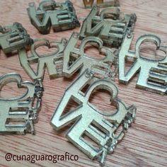 Terminando este fantastico pedido .... piezas en #acrilicos Premier Dorado.  #etsyseller #lasercutting #artelaser #trendy #worldwideshipping #cute #cuteness #loveit #bijouxlover #bijoux #estilo #style #bisuteria #aruba #españa by cunaguarografico