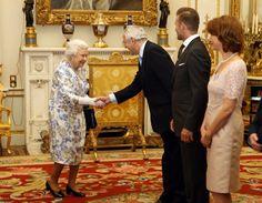 Pin for Later: Die Queen ist ein genauso großer Fan von David Beckham wie der Rest der Welt