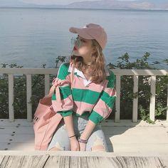 lantern sleeve over size striped shirts 1518画像を参考にお好きなカラーをお選び下さい☆発着期間:10日〜3週間でお届けします。Shopの注意事項をよく読んでから、ご購入をお願い致します♪( ´▽`)キーワード:韓国ファッション、オルチャンファッション、プチプラファッション、レディースファッション、夏物、夏服、ボーダーシャツ、ランタンスリーブ、オーバーサイズ、ビックシルエット