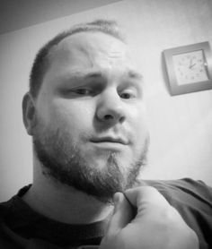 Yöllinen partaselfie.  #finnishboy #beard #selfie
